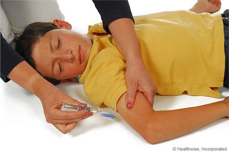 Cómo apretar un pliegue de piel en el sitio de la inyección